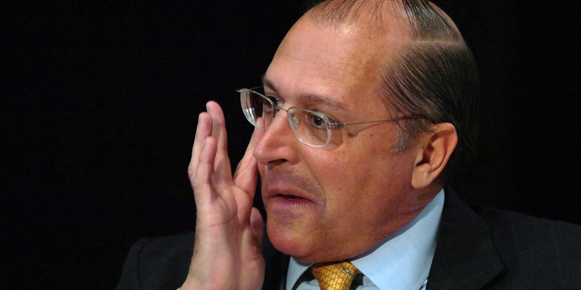 Brazilian Presidential candidate, Social Democrat Geraldo Alckmin listens to a question during a meeting at Brazil's newspaper O Globo in Rio de Janeiro, Brazil, on Wednesday, Aug. 30, 2006. Brazilians will go to the polls on Oct. 1.  (AP Photo/Andre Luiz Mello)