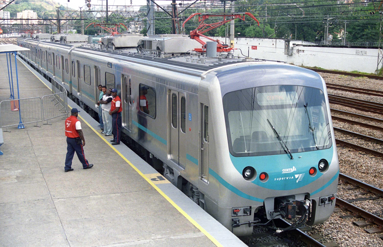 11/04/2007 – Governador Sergio Cabral com a presença do Presidente Luis Inácio Lula da Silva participam da viagem inaugural do 12º trem urbano da Supervia.Foto de Marcelo Horn.