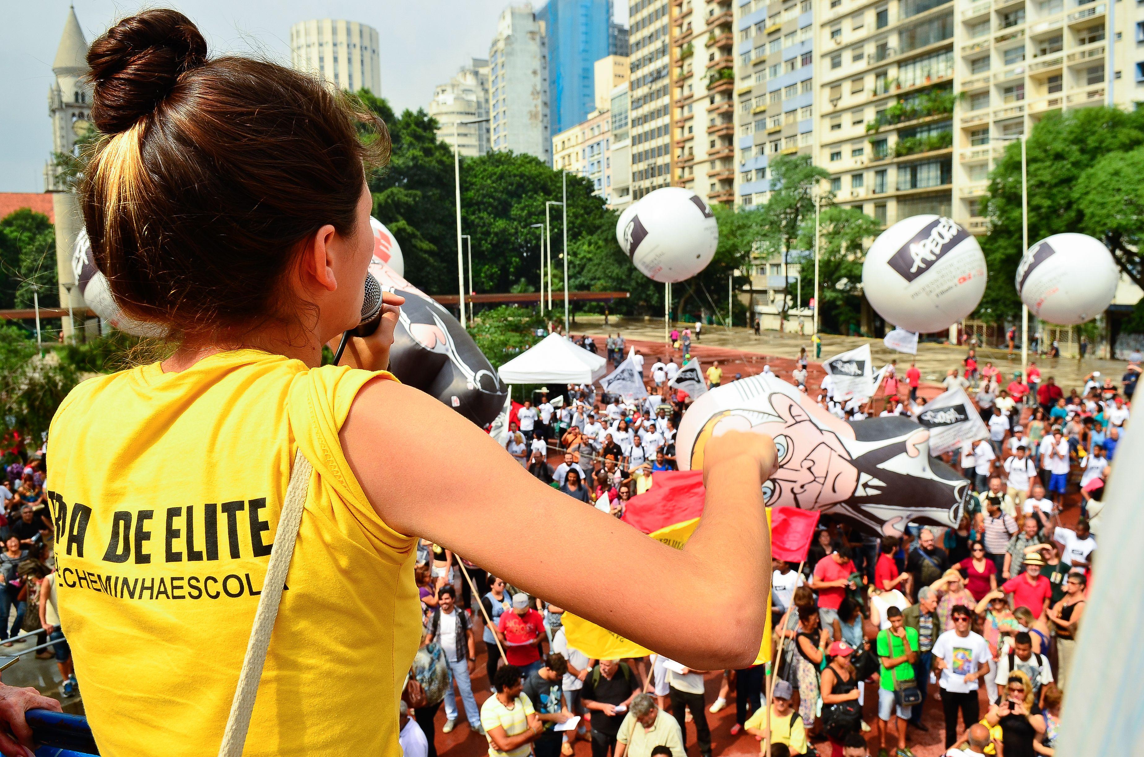 São Paulo - Após Alckmin anunciar a suspensão da reorganização escolar por um ano professores se reuniram em assembleia para decidir os próximos passos do movimento contra as mudanças. (Rovena Rosa/Agência Brasil)