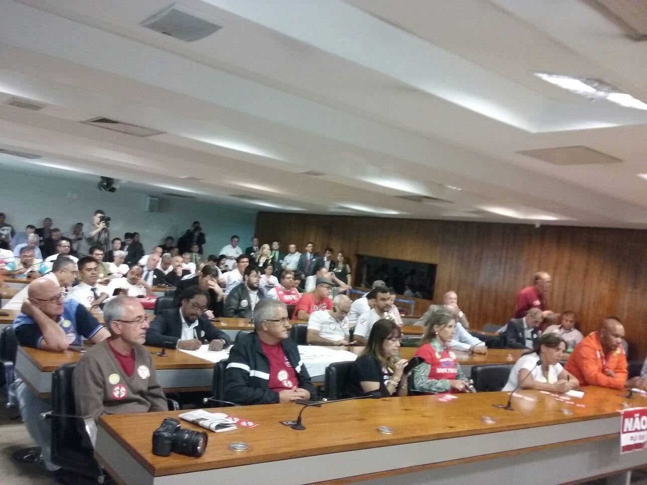 Plenário cheio no ato contra o Estatuto das Estatais
