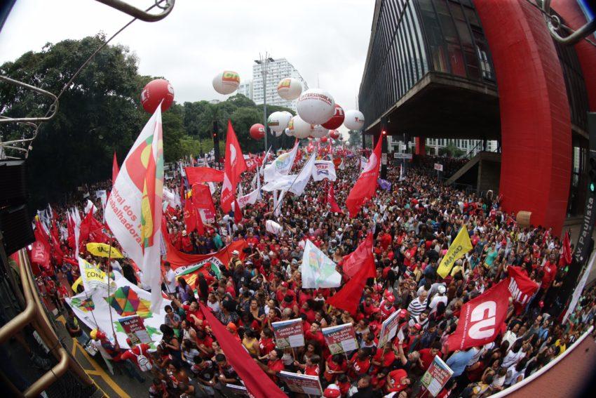 15/03/2017- São Paulo- SP, Brasil- Manifestação de centrais sindicais contra mudança do sistema de previdência na av. Paulista. Foto: Paulo Pinto / AGPT