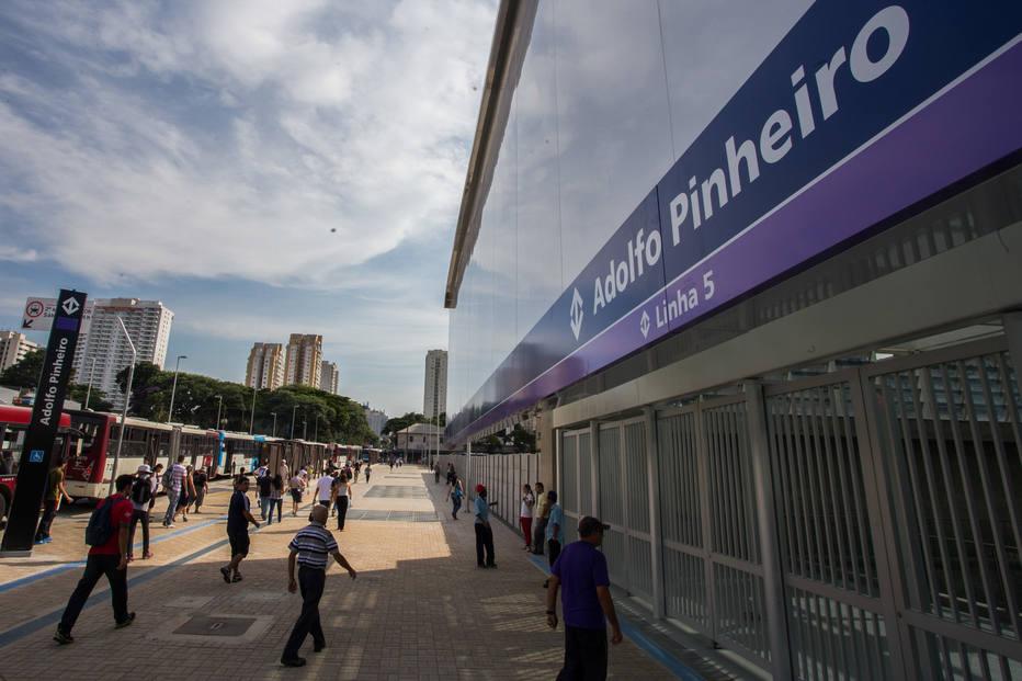 O governador, Geraldo Alckmin participa da inauguração da Estação do Metrô Adolfo Pinheiro, São Paulo.Data: 12/02/2014. Local: São Paulo/SP.  Foto: Diogo Moreira/A2 FOTOGRAFIA